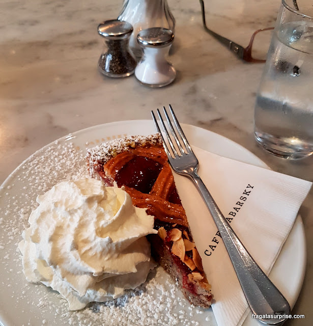 Linzertorte (torta de avelãs e framboesas) do Cafe Zabarsky, Nova York