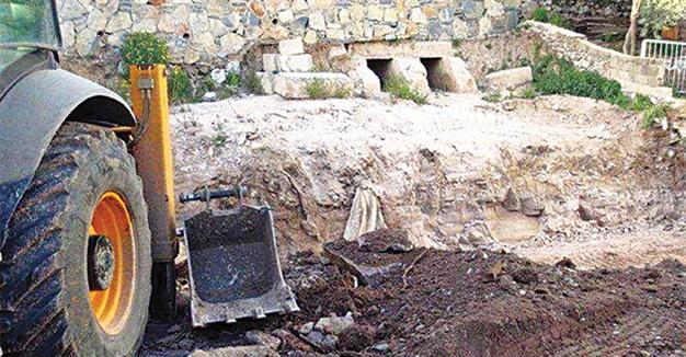 Roman-era graves bulldozed during house construction in SW Turkey