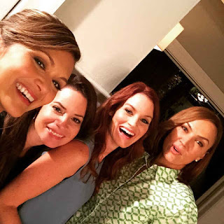 Nia Peeples (Emily's mom), Holly Marie Combs (Aria's mom), Laura Leighton (Hanna's mom) and Lesley Fera (Spencer's mom) PLL BTS 6x09