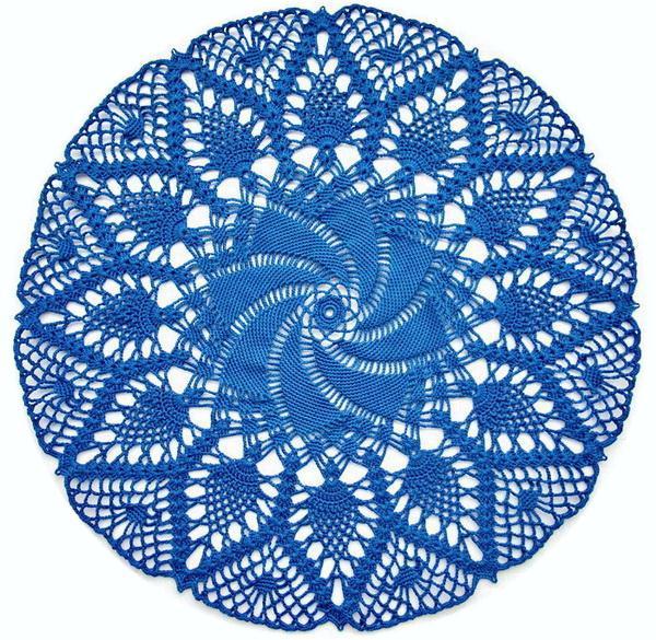 Crochet doily with pattern