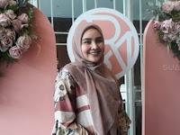 Inilah Tren Busana Muslim Untuk Ibu Muda Menurut Desainer
