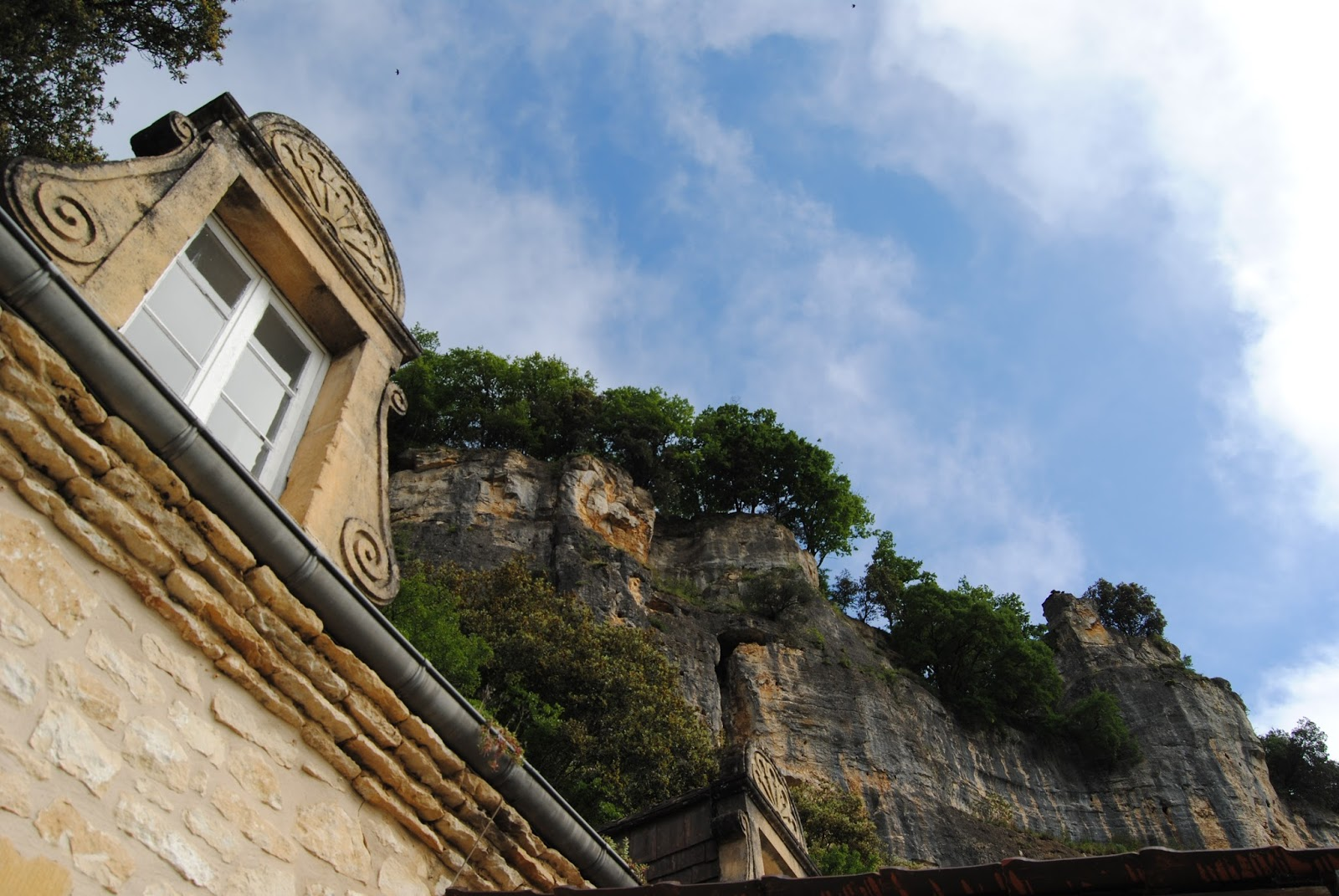 The cliff in La Roque-Gageac