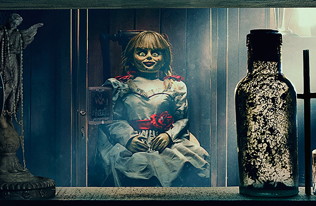 """A boneca do mal volta para casa no primeiro trailer de """"Annabelle 3"""""""