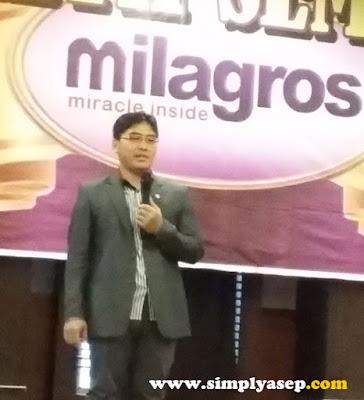 BANDUNG:  Saat Kang Dede memberikan pesan dan kesannya kepada para peserta di Health Seminar Milagros Perdana di Kota Pontianak  Foto Asep Haryono