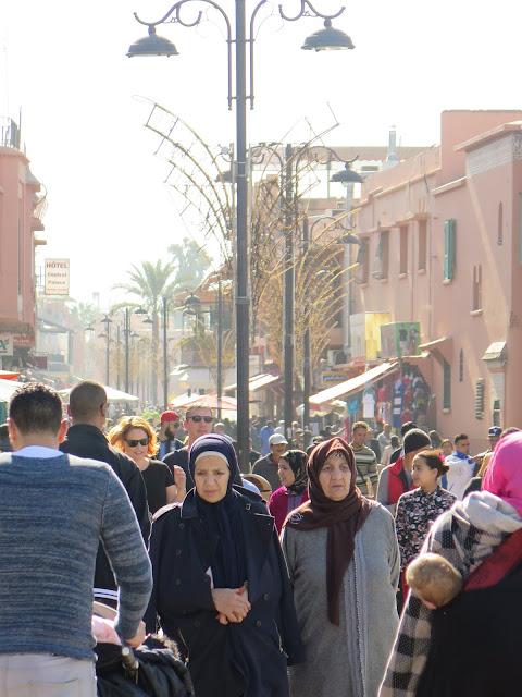 Calle perpendicular a la Jemaa el Fna