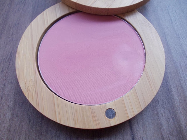 Catrice Neo Natured swatch  Walk in the woods blush