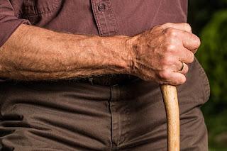 Ο ΕΦΚΑ δίνει με έγγραφο του δίκιο στους συνταξιούχους για τα αναδρομικά συντάξεων-δώρων