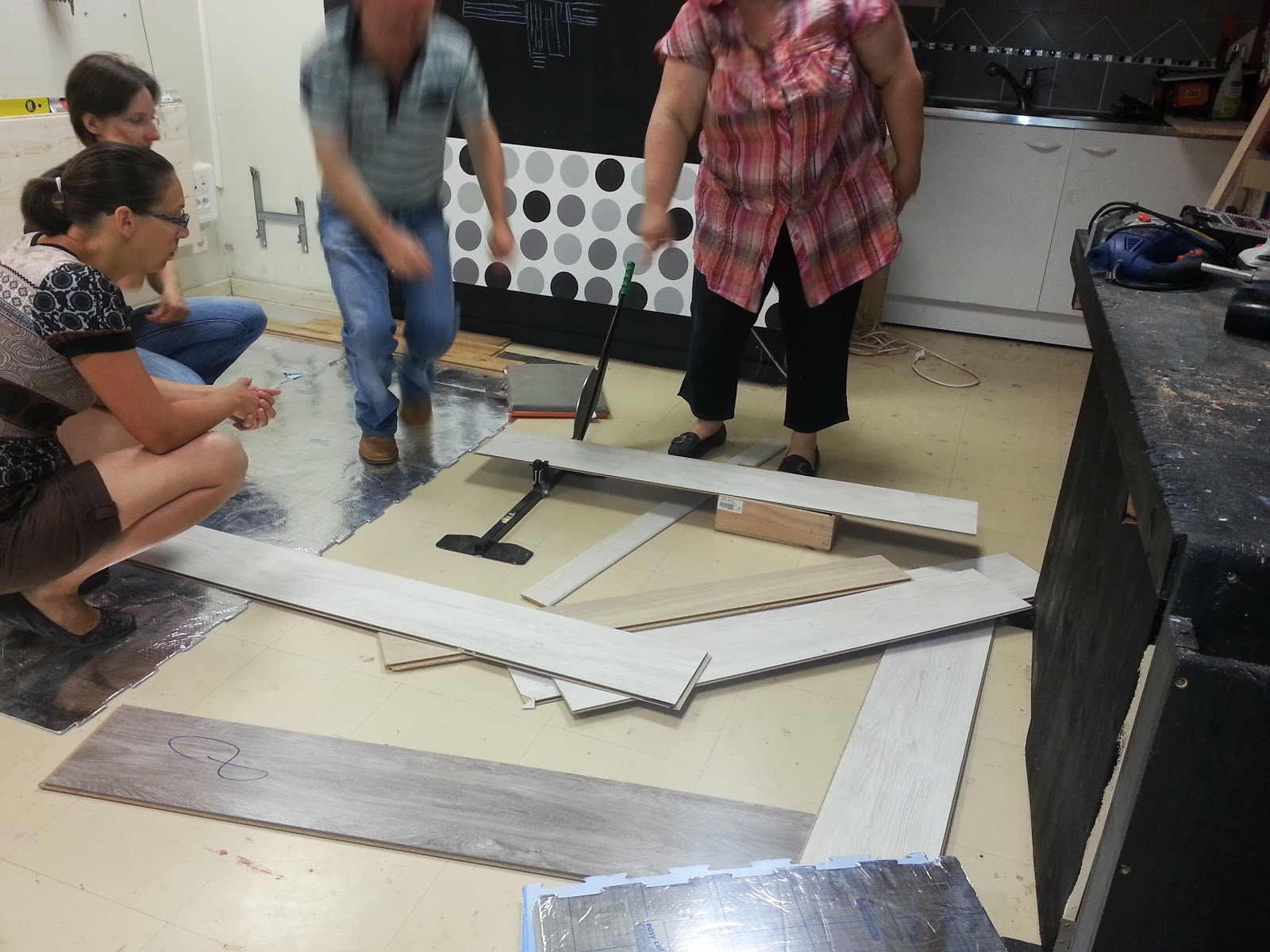 pause parquet stratifi utilisation de la guillotine parquet cours de. Black Bedroom Furniture Sets. Home Design Ideas