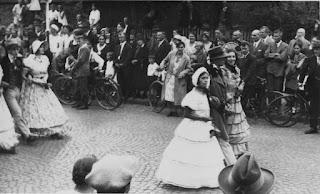 Die Biedermeiergruppe 1932 - Nachlass Joseph Stoll, Album Oald Bensem, lfd.No. 0097, eingescannt 600 dpi, Stoll-Berberich 2015