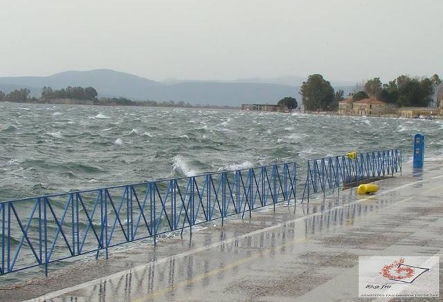 """Υψηλά βροχής έφερε ο """"Φοίβος"""" στην Πρέβεζα- Περιορισμένα παρά τον μεγάλο όγκο νερού τα προβλήματα"""
