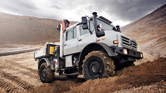 Mercedes-Benz Unimog U5000 L Double Cab