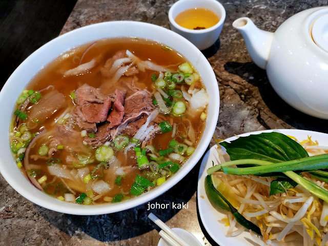 Que Ling Vietnamese in East Chinatown Toronto