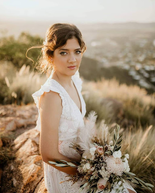 TOWNSVILLE WEDDING FLORALS DESIGNER BRIDAL BOUQUET FLOWERS HUNTER & CO PHOTOGRAPHY