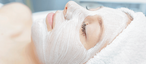 masque contre la fatigue sur le visage