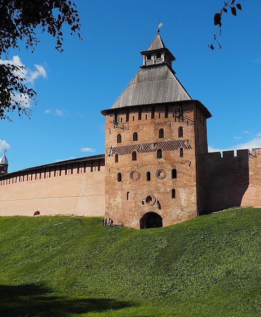 Великий Новгород – башня Кремля (Veliky Novgorod - Kremlin Tower)