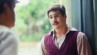 Alfredo (Nicolas Prattes) desabafa com Afonso (Cássio Gabus Mendes) em 'Éramos Seis' — Foto: Globo