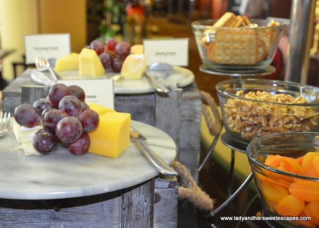 Al Raha Beach Hotel lunch selections