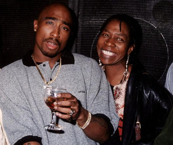 waHOLAAA!!    all the Gist  HEAR ALL ABOUT IT!!: TUPAC'S