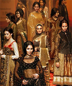 Indianhanger Traditional Indian Clothes And Jewelry A Guide To Indian Bridal Clothing And Apparel