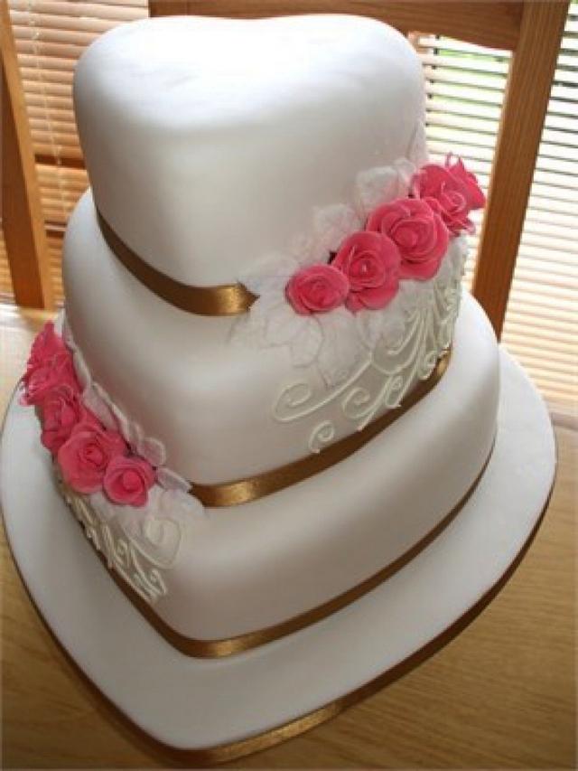 9 Perfect Heart Shaped Wedding Cakes   Wedding Celebration
