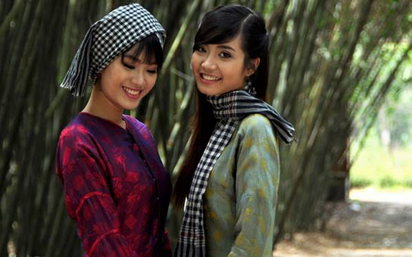 The Bandana (Black and White Scarf) and   Áo Bà Ba (Vietnamese Silk Ensemble)