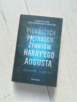 """Claire North """"Piętnaście pierwszych żywotów Harry'ego Augusta"""", fot. paratexterka ©"""