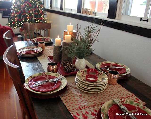 christmas decor, christmas table setting, woodland decor, christmas home, centerpiece, woodsy, rustic, http://bec4-beyondthepicketfence.blogspot.com/2015/12/home-for-christmas-home-tour-blog-hop.html