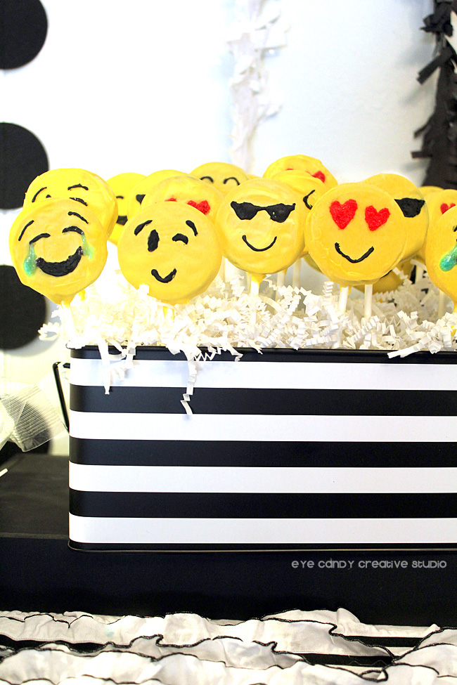 Oreo emoji pops, chocolate covered Oreo pops, emoji pops, emoji party