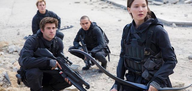 Katniss Everdeen, formează un grup din cei mai apropiaţi prieteni ai ei pentru capturarea inamicului lor de moarte: Preşedintele Snow