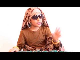 شاهد الفيديو طفله سعوديه تبدع في تقليد استاذتها السودانية