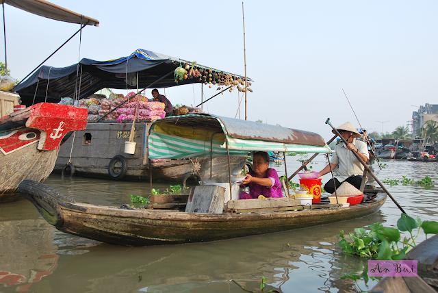 Breakfast in floating market