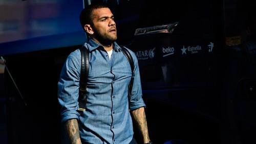 Dani Alves Di pastikan Bakal Tinggalkan Barca