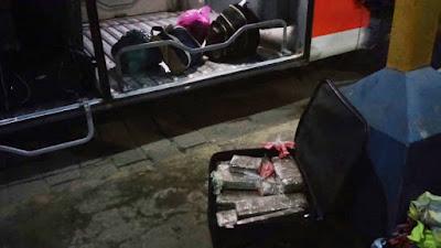 POLÍCIA MILITAR DE MIRACATU PRENDE TRAFICANTE QUE TRANSPORTAVA  DROGAS EM BAGAGEIRO DE ÔNIBUS