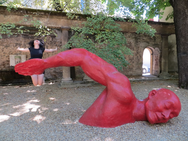 Hotel de Gallifet restaurant, aix-en-provence, red swimming man sculpture