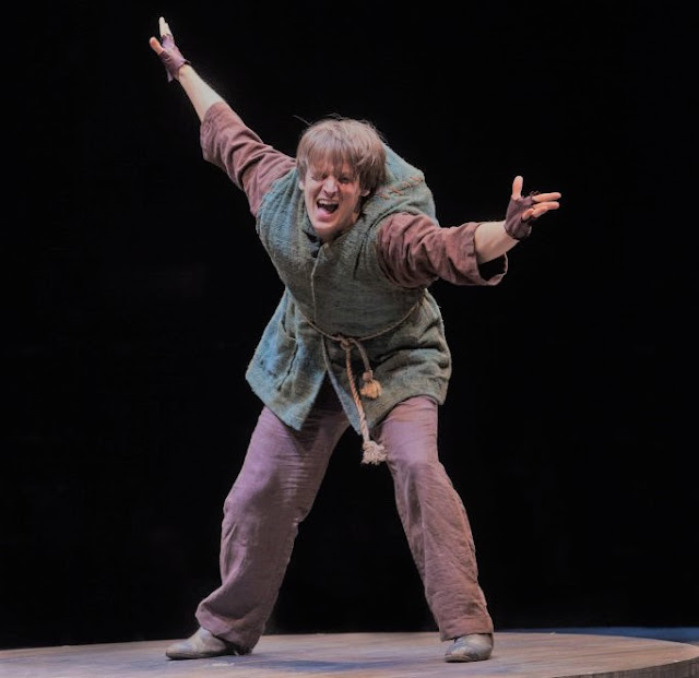 Quasimodo interpretado por el actor sordo John McGinty en el musical de Broadway 2016
