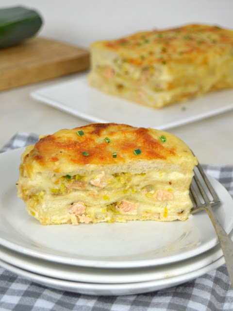 Pastel de salmón con pan de molde. Croque cake