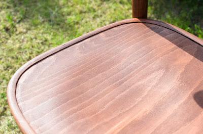 drewniane odnowione krzesło
