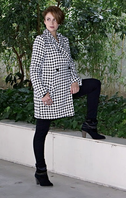 Outfit-Abrigo-pata-gallo-negro-blanco-3