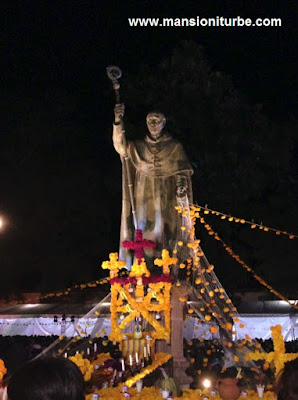 Altar de Muertos en honor de Don Vasco de Quiroga en Pátzcuaro