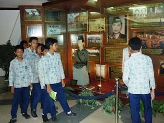Barangkali pernah terpikir bahwa menciptakan sebuah laporan pengamatan  Cara Membuat Laporan Pengamatan yang Baik dan Benar dalam Pelajaran Bahasa Indonesia