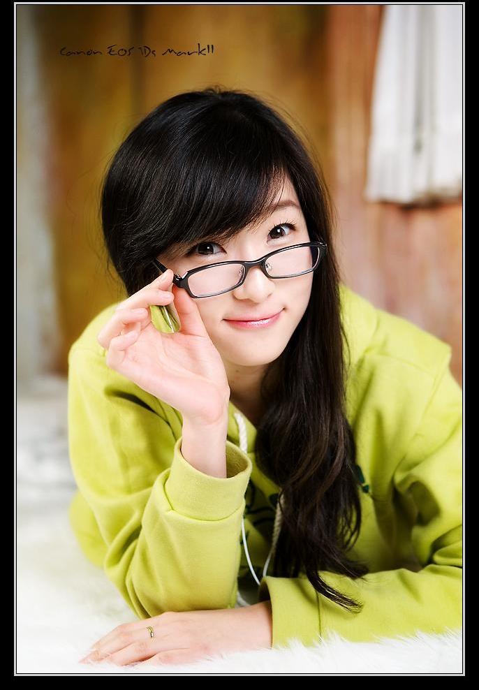 Gadis Korea Berkacamata - SouletZ