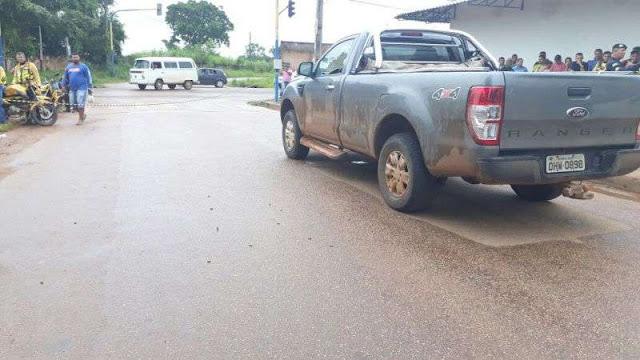 Idoso é executado a tiros dentro de seu carro no semáforo de Porto Velho