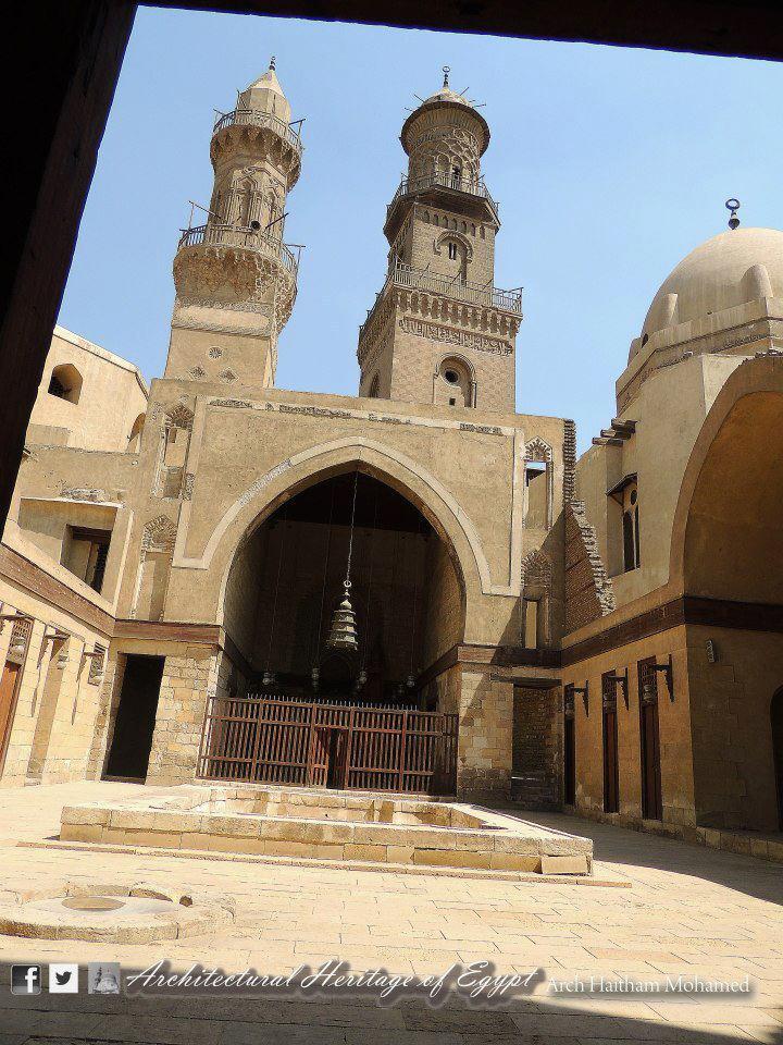 نتيجة بحث الصور عن مدرسة وقبة الناصر محمد بن قلاوون