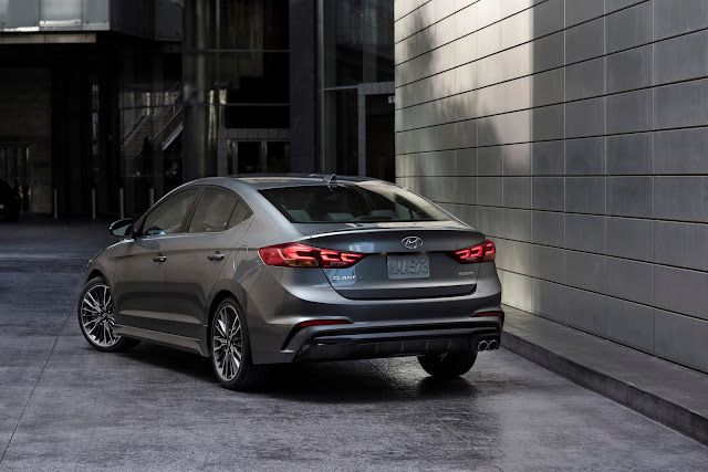 Rear 3/4 view of 2017 Hyundai Elantra Sport