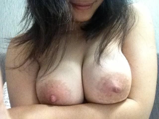 Foto Mahasiswi Semok Bugil Pamer Toge dan Memek Tembem