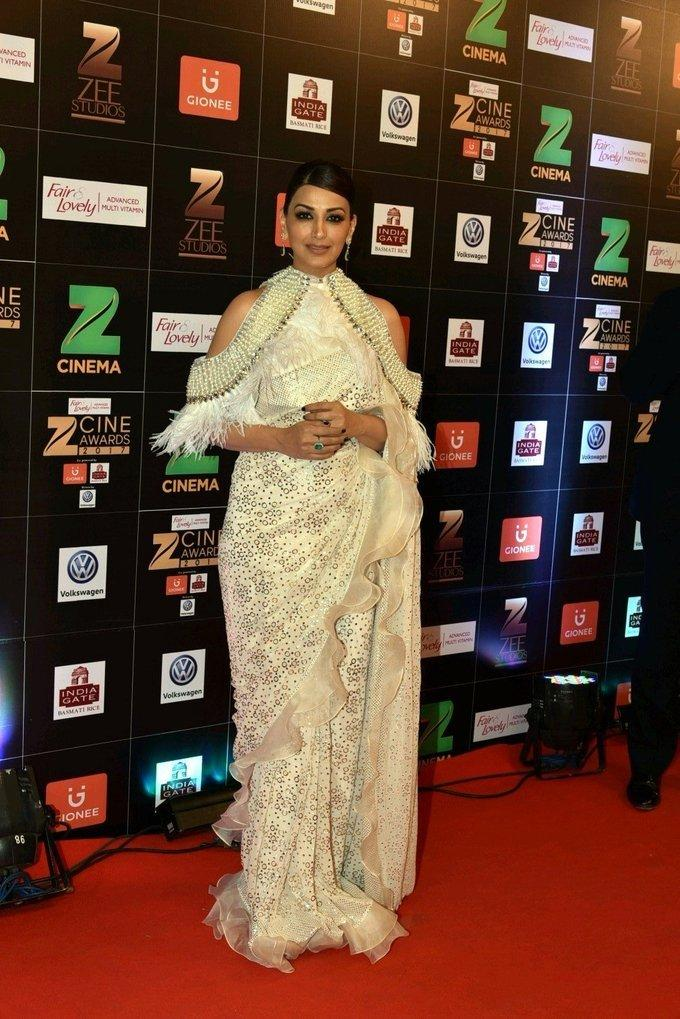 Indian Model Sonali Bendre At Zee Cine Awards 2017