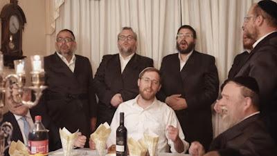 "Yitzchak Meir interpreta la hermosa canción ""Lecha Dodi""."