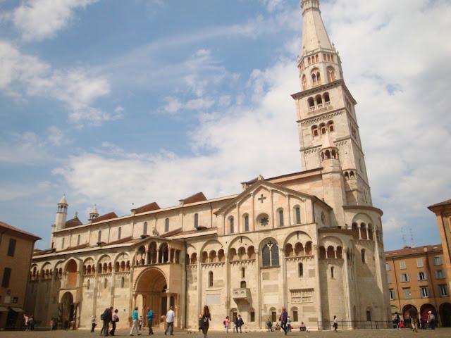 O que fazer em Modena? Roteiro para algumas horas na cidade da Ferrari - Duomo di Modena