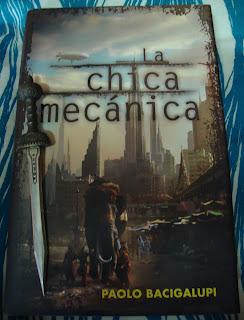 Portada del libro La chica mecánica, de Paolo Bacigalupi