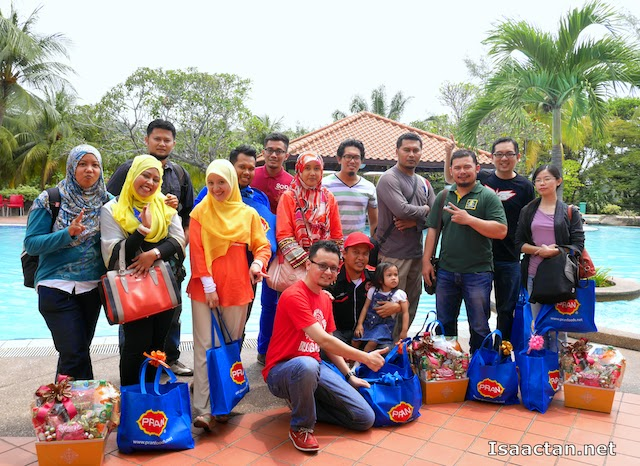 "Awesome bloggers at the Jus Mangga Pran ""Minum & Menang"" Contest Prize Giving Ceremony"